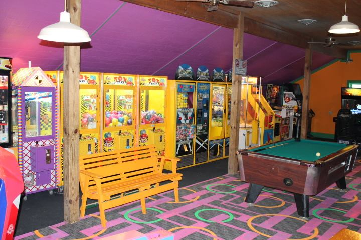 arcade room, multiple games.